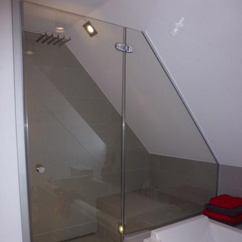 Pose ou remplacement d 39 une paroi de douche en verre dans - Paroi de douche en verre sur mesure ...